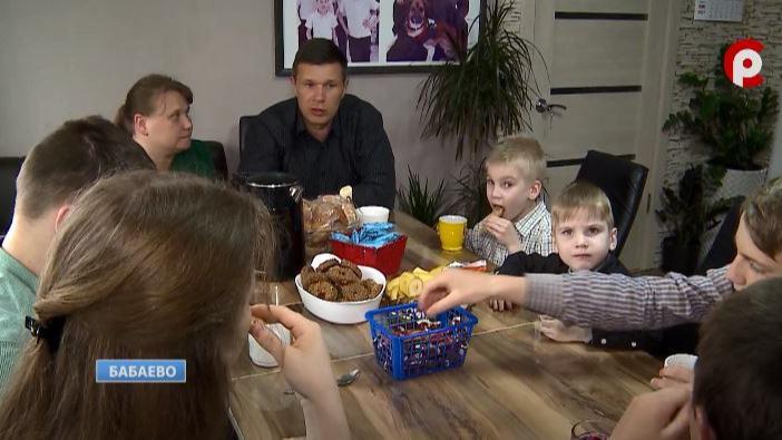 """Семья Довбуш из Бабаево стала победителем региональной премии """"Сердце отдаю детям"""""""