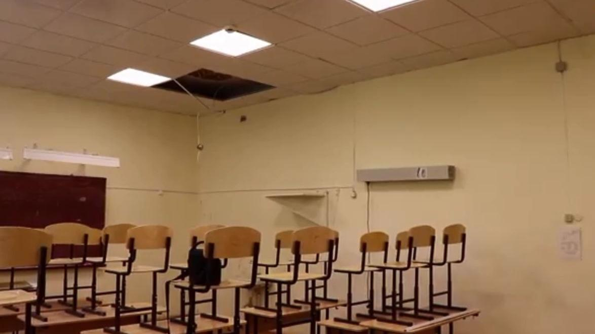 Подрядчику, который выполнял ремонт рухнувшего на детей потолка в десятой школе в Соколе, придется переделать работу