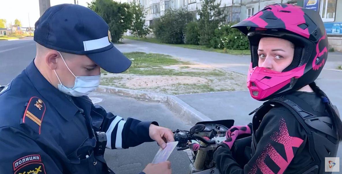 За девушкой на мотоцикле устроили погоню