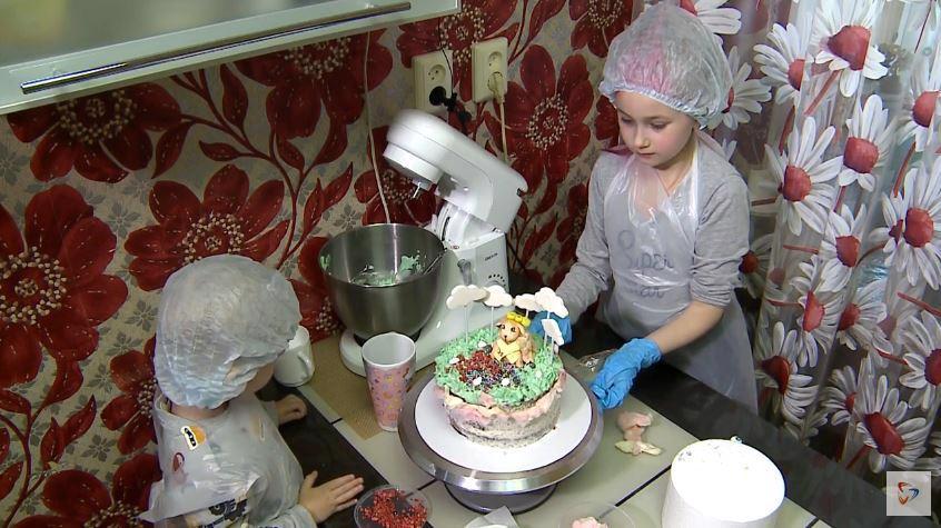 """Больше ста работ прислали юные череповчане на творческий конкурс """"Торт для Череповечки"""""""