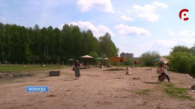 Водолазы приступили к очистке дна реки Вологды в районе городского пляжа в парке Мира