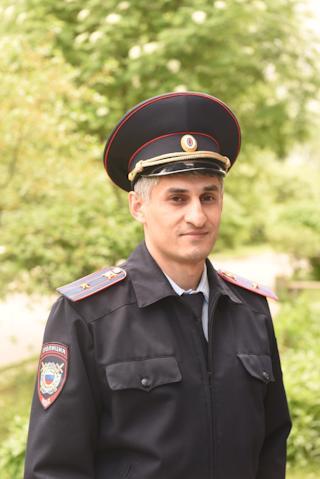 Старший участковый уполномоченный второго отдела полиции Эльдар Эминов.