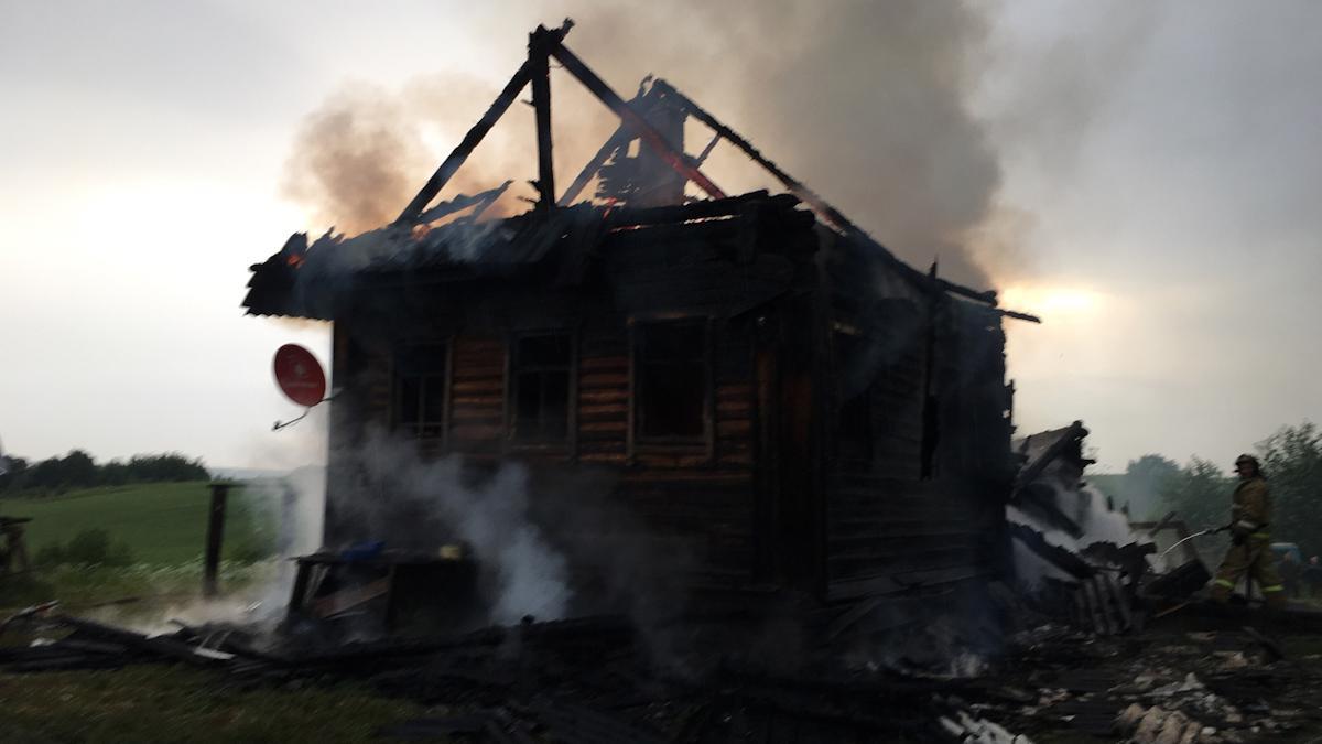 Два дома горели в Вологодской области из-за грозы