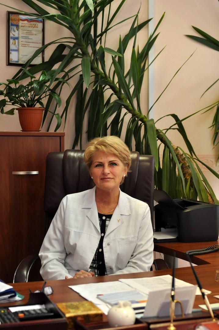 """""""У нас прививку от коронавируса сделали более 10 тысяч наших пациентов"""", - говорит Людмила Лозова."""