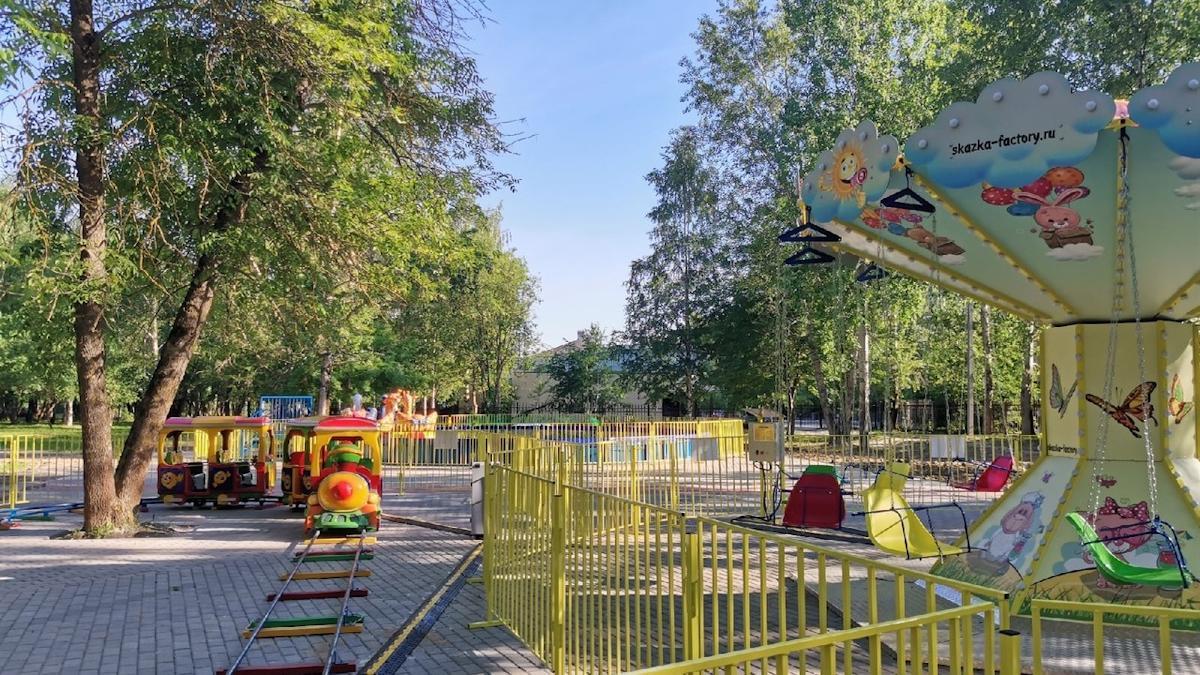 В Комсомольском парке в Череповце начали работать аттракционы