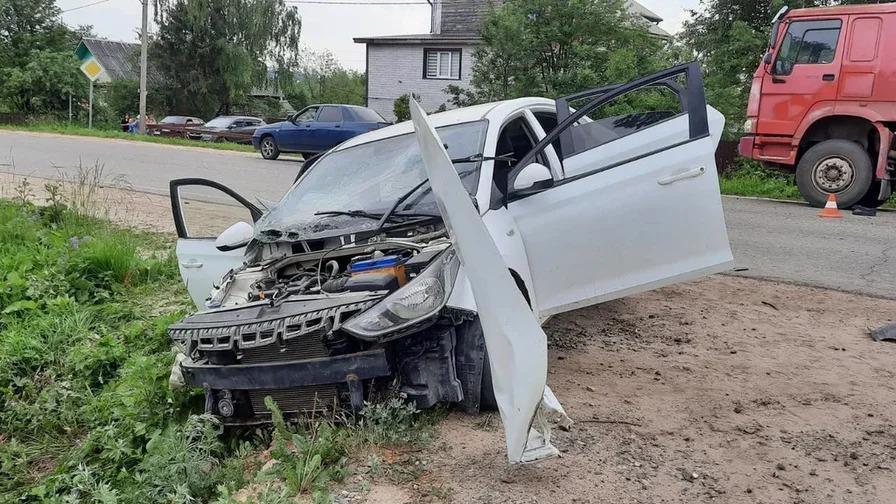 17-летняя девушка сильно пострадала в аварии