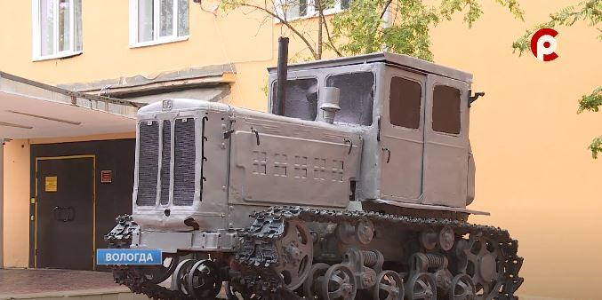 В начале 80 годов этот трактор был на своём ходу и самостоятельно заехал на постамент