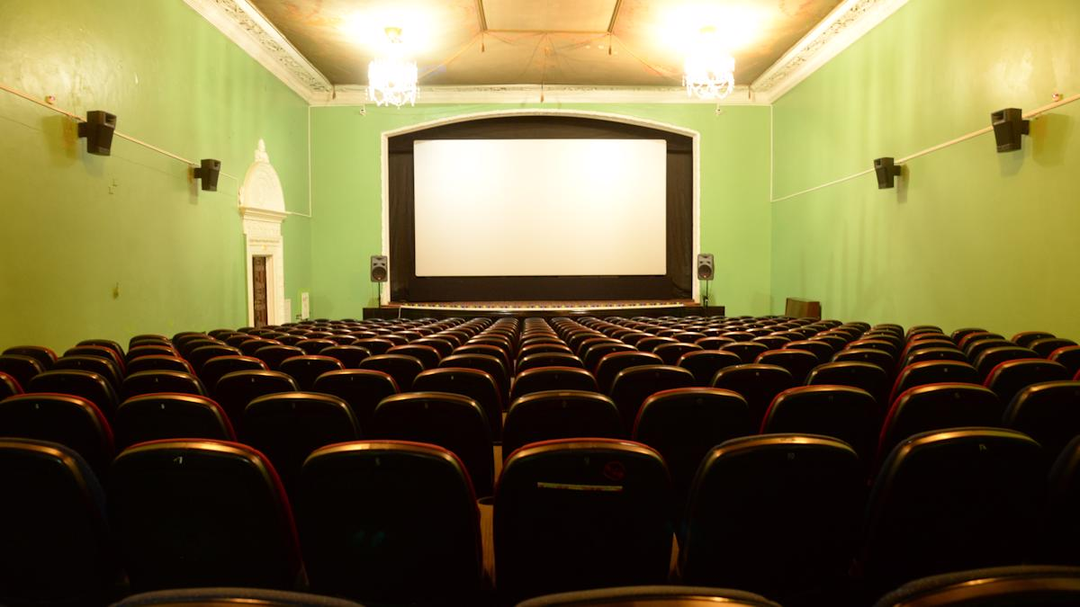 Опять нельзя ходить в кино