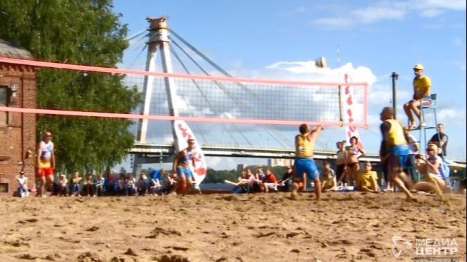 Череповчан попросили бережно отнестись к спортинвентарю на пляже