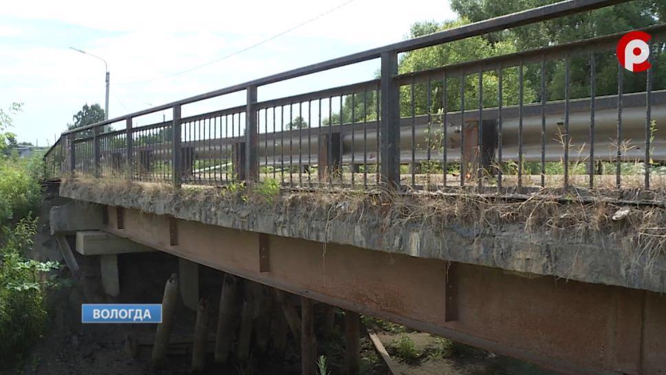 Горожане опасаются, что мост через реку Шограш в Вологде рухнет. Когда путепровод отремонтируют?