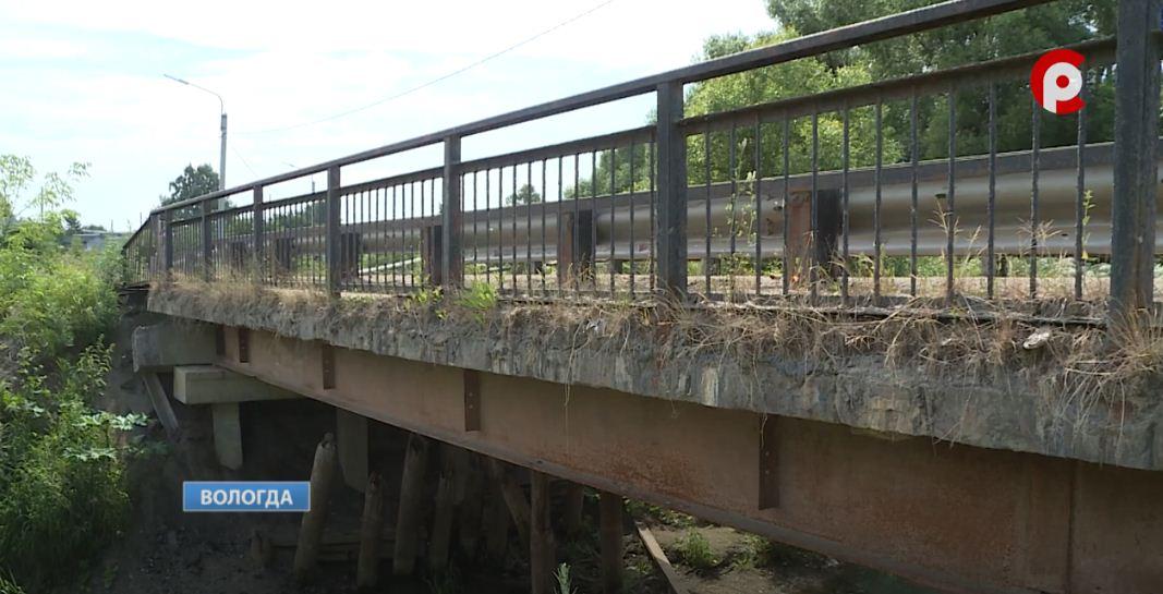 На первый взгляд мост через реку Шограш в Вологде выглядит безопасно