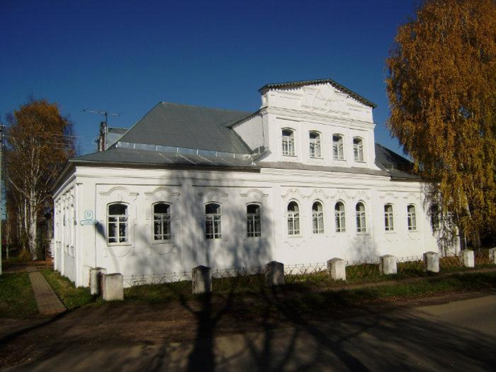 Дети занимаются в старинном доме, который 250 лет назад построил купец Захаров