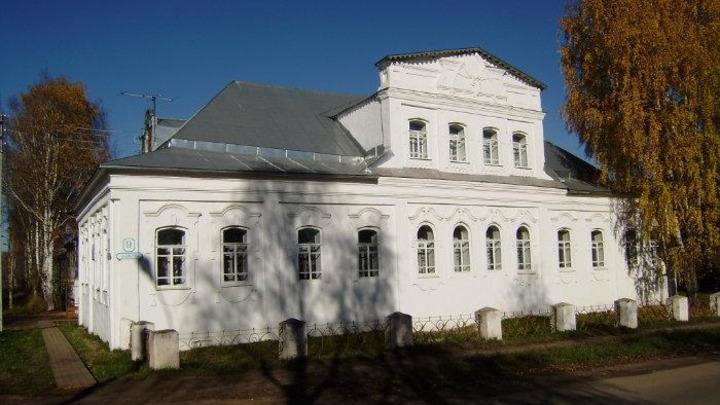 Здание художественной школы имени Шильниковского начали ремонтировать в Великом Устюге