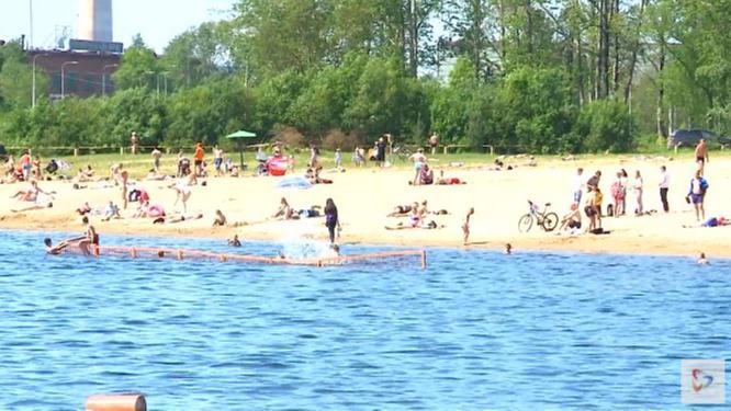 Скамейки и раздевалки дополнительно установят на пляже в Зашекснинском районе Череповца