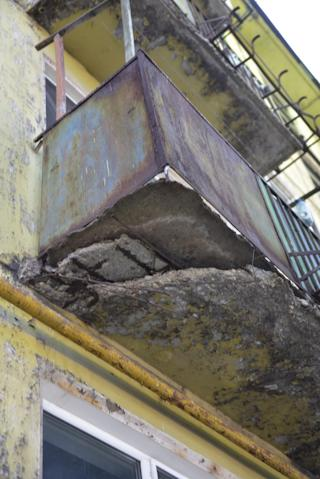 Рискнете ли выйти на такой балкон?