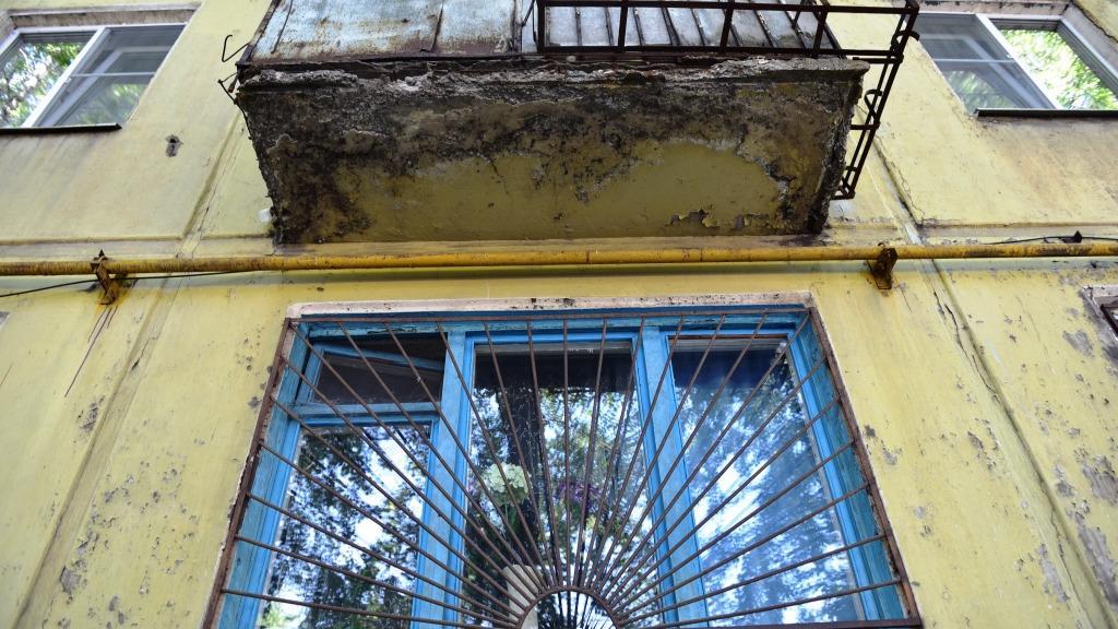 Балкон пошел трещинами: кто отремонтирует?