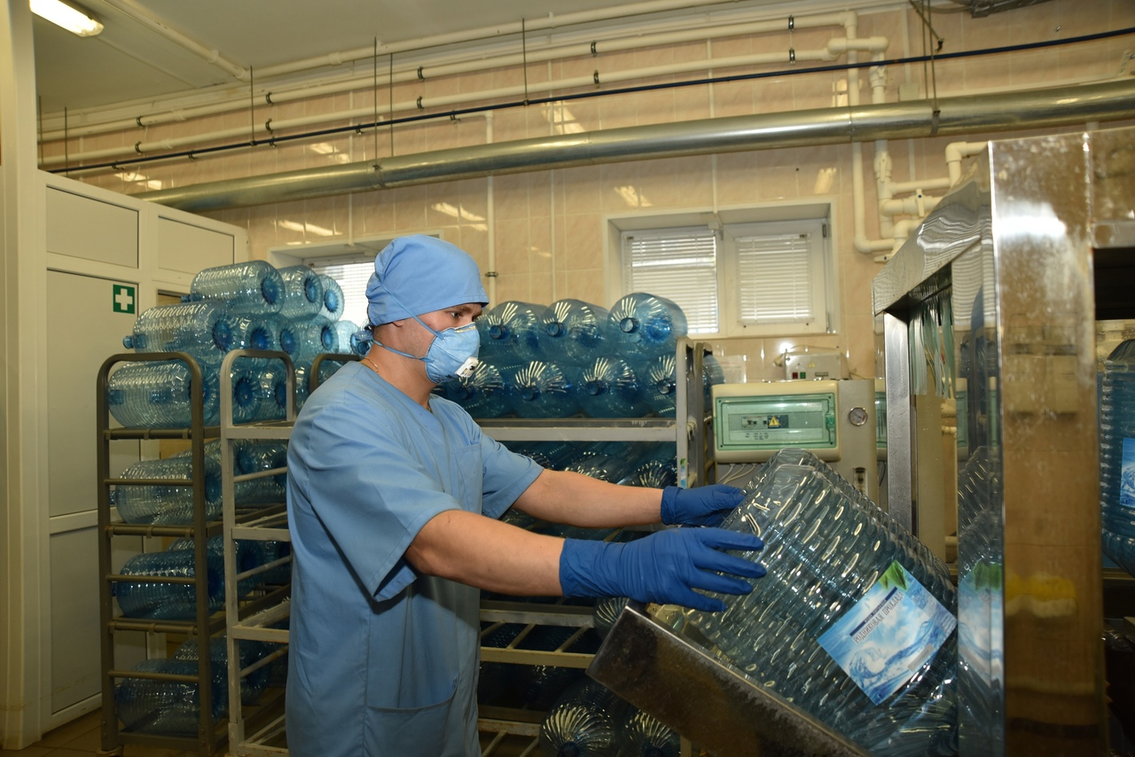 После революции Пушкинский завод минеральных вод поменял название. А сейчас возле целебного источника создан участок линии розлива питьевой воды