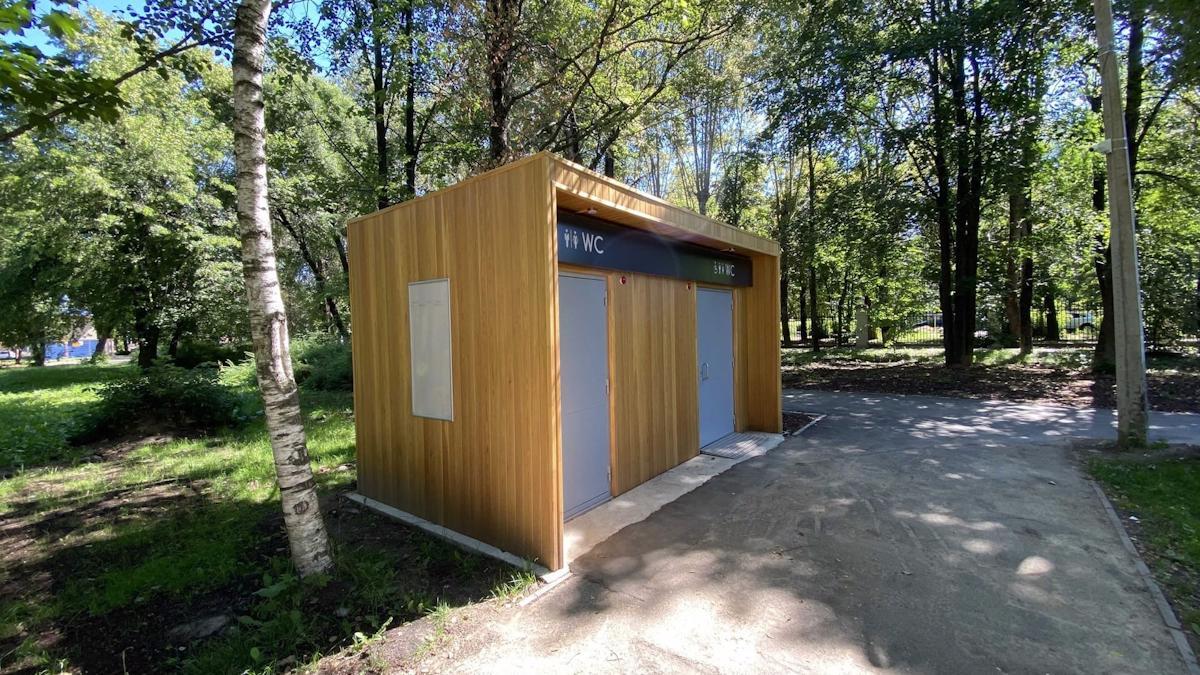 В Комсомольском парке Череповца появился модульный туалет