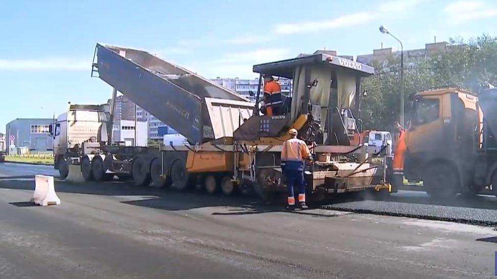 Водителям, которые оставляют машины на обочине Первомайской в Череповце, придется искать новое место для парковки