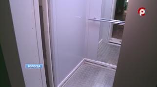 Монтаж лифта завершают в многоквартирном доме на улице Маршала Конева, 3