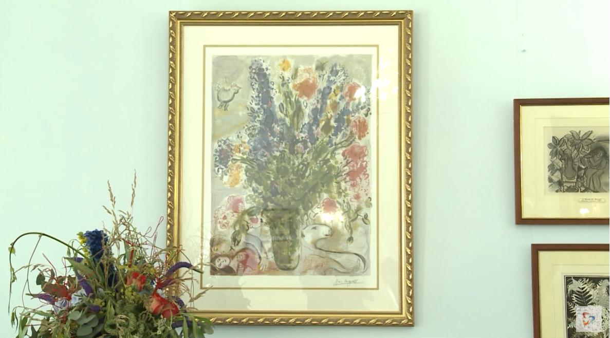 Картины с изображениям цветов дополняют живые букеты