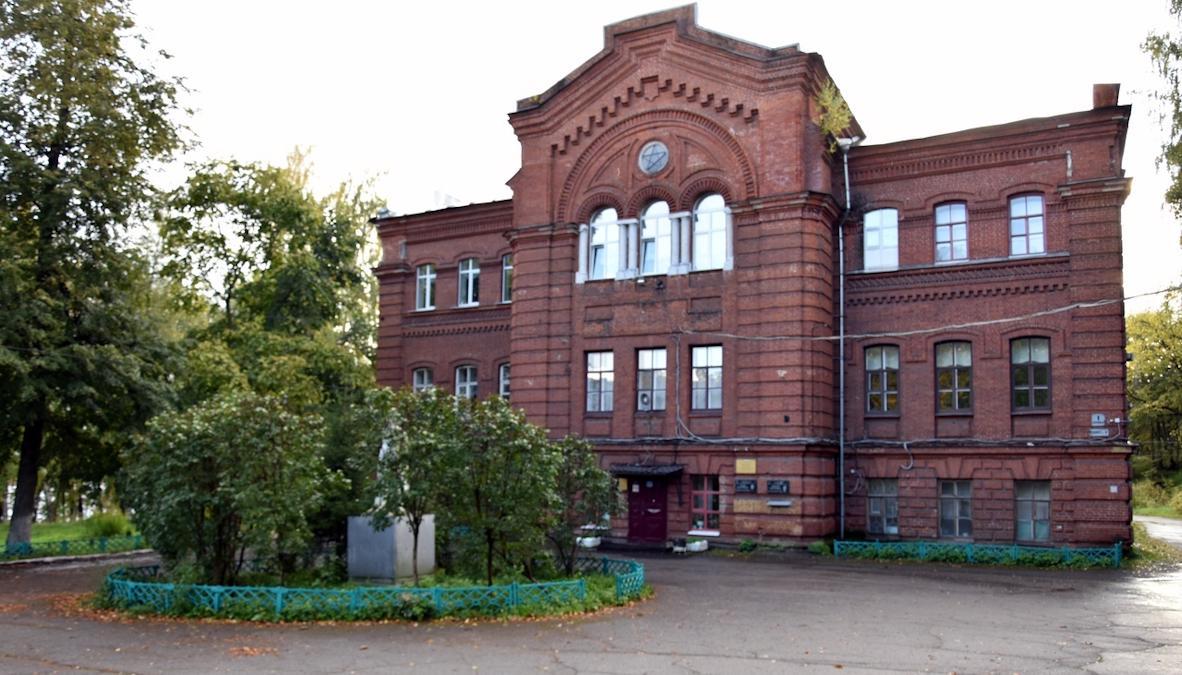 Одно из старейших учебных заведений региона - Череповецкий лесомеханический техникум - приводит в порядок свою инфраструктуру