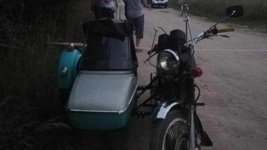 Пассажир мотоцикла упал с транспортного средства и погиб в Чагодощенском районе
