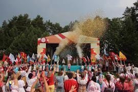 Участники занимаются фольклором и являются юными исследователями традиционной народной культуры