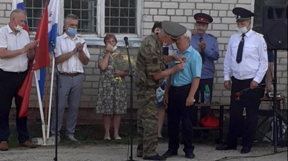 В память о полицейском, которого застрелили бандиты, установили мемориальную табличку