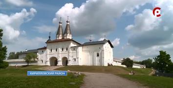 В Ферапонтово ежегодно приезжают десятки тысяч туристов.