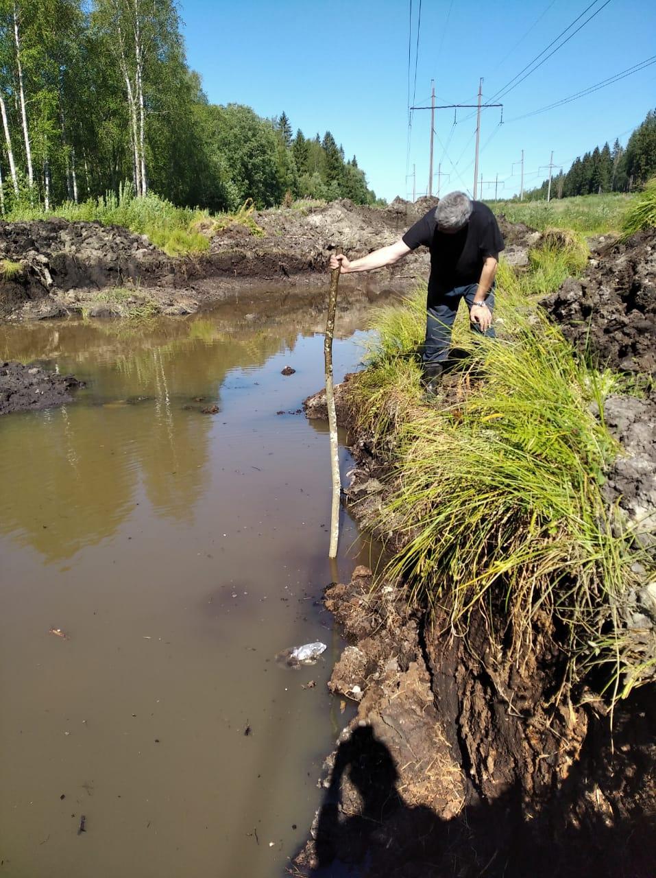 Жители Шухободи продолжают пользоваться привозной водой