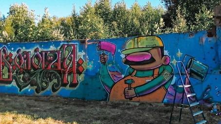 Двадцатиметровое граффити появилось на улице Ярославской в Вологде