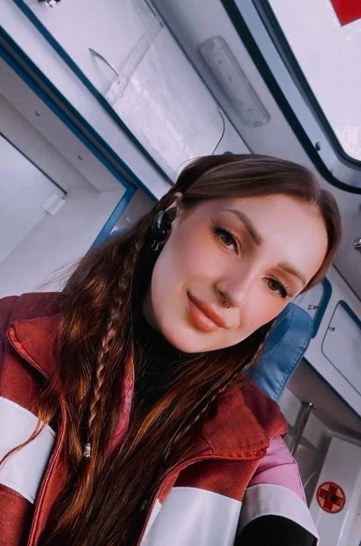 """Яна Райн рассказывает о дежурствах на скорой помощи своим подписчикам в """"Инстаграме""""."""