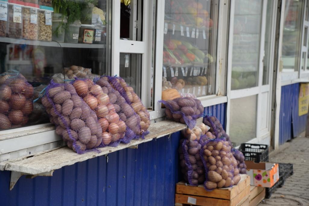 Из-за подорожания картофеля многие покупатели  переходят на более дешевые крупы и макароны