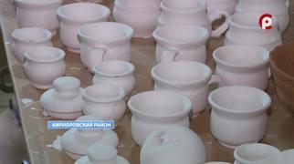 Скульптуры, игрушки, кувшины, вазы разлетаются по всей России