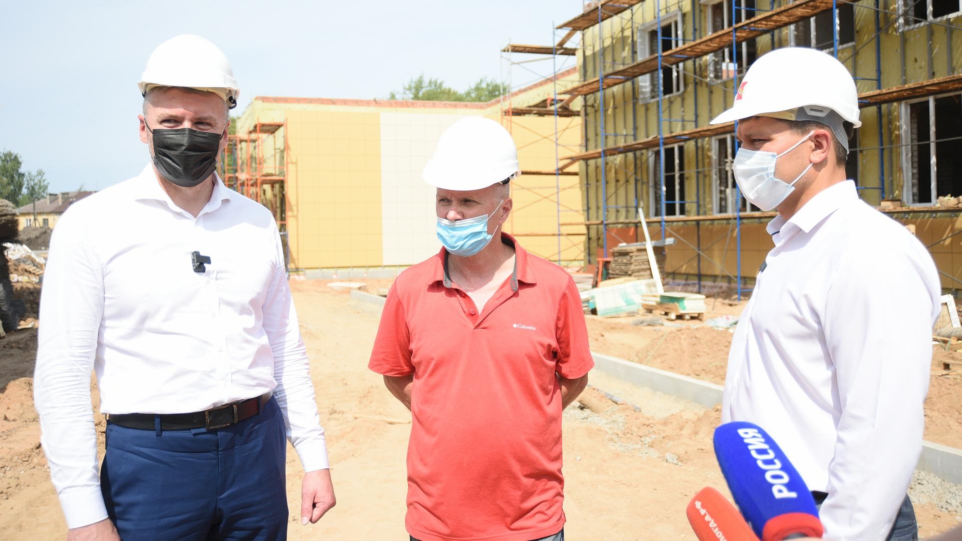 Сегодня строительную площадку детского сада на ул. Народной проинспектировал мэр Вологды Сергей Воропанов.