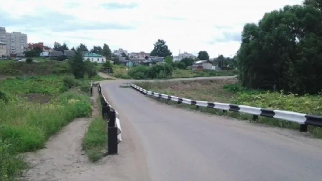 Мост через реку Шограш на Осановском проезде в Вологде временно перекрыли