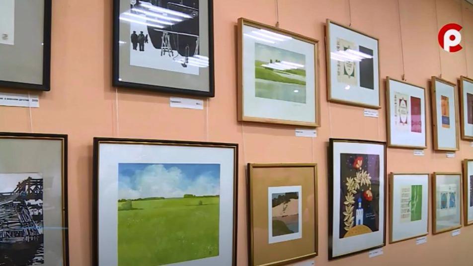Новую экспозицию вологодского художника Эдуарда Фролова открыли в областной специальной библиотеке