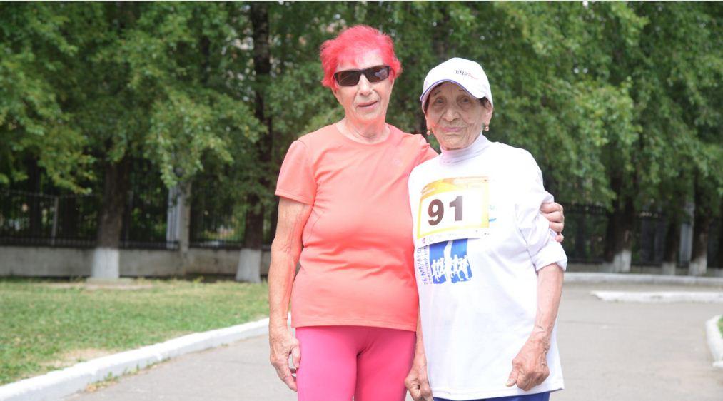 90-летняя череповчанка бегает марафоны в 30-градусную жару