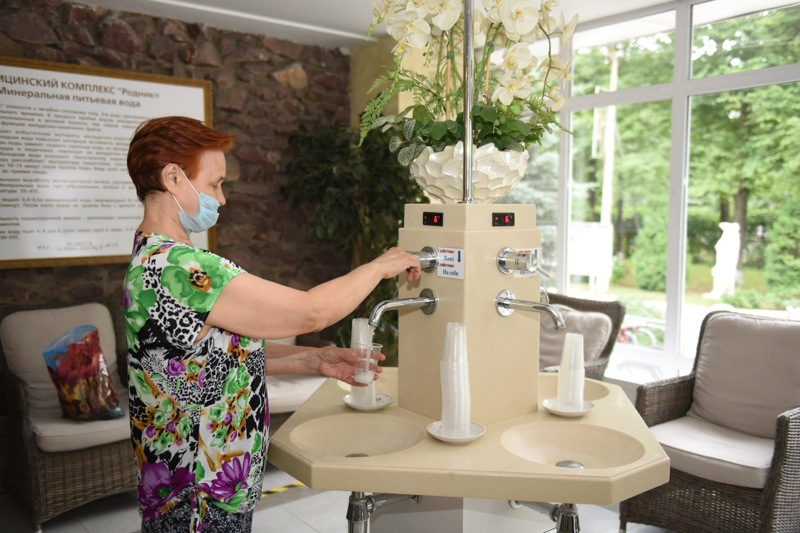 В «Роднике» работает бювет с минеральной водой с 7.00 до 20.00 ежедневно, кроме воскресенья.
