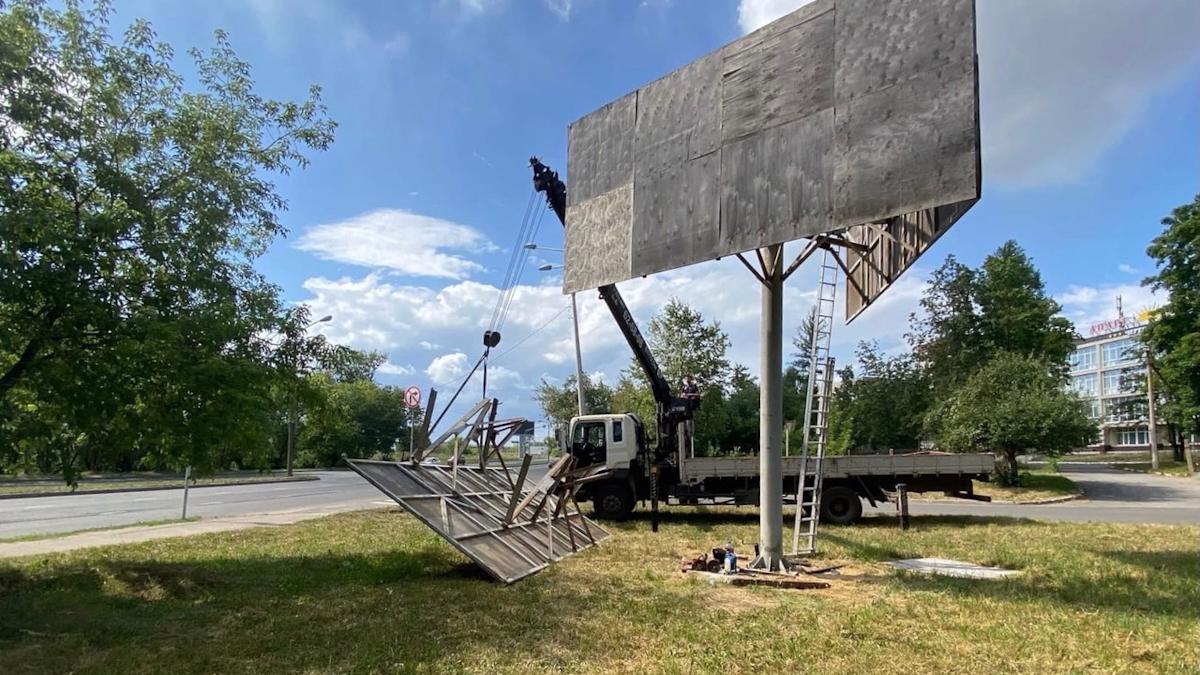 Самую большую незаконную рекламную конструкцию уберут в Череповце