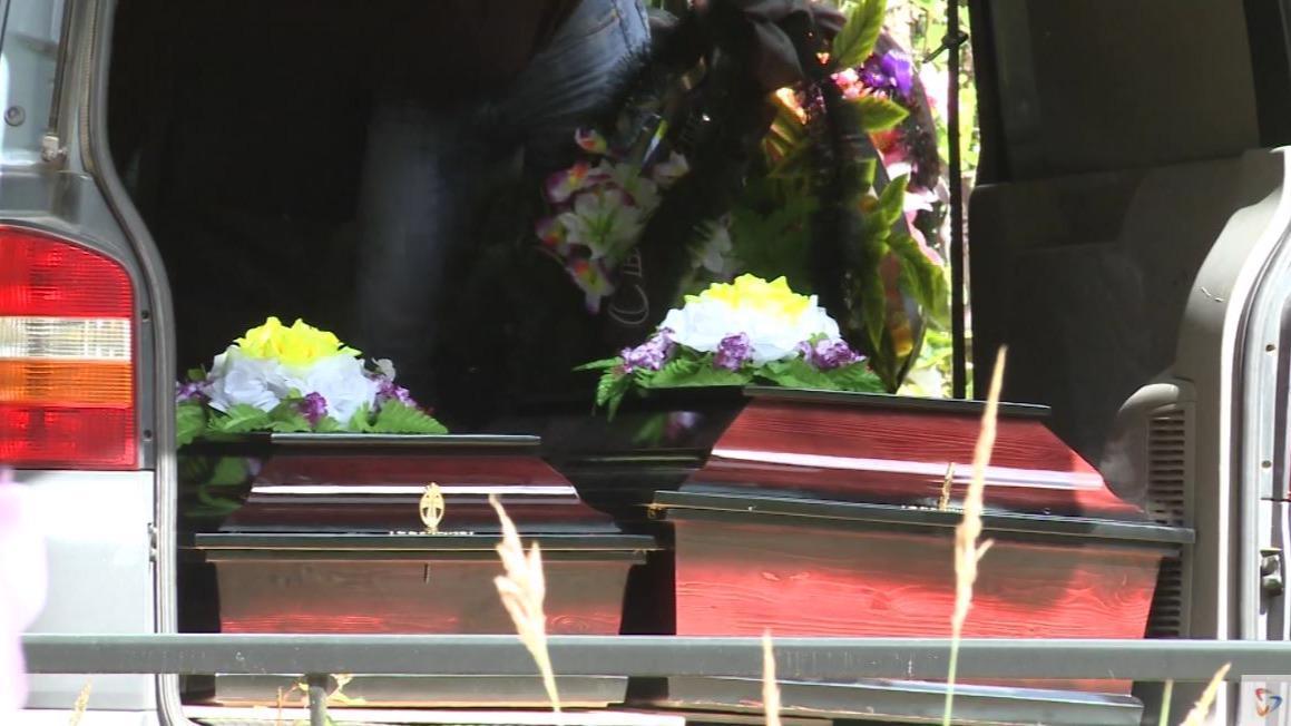 Похороны погибших в аварии в Москве детей прошли  в поселке Коротово под Череповцом