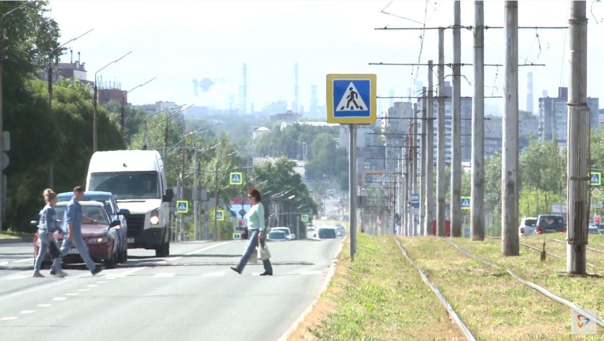 Сотрудники ГИБДД призывают водителей и пешеходов быть более внимательными на дорогах