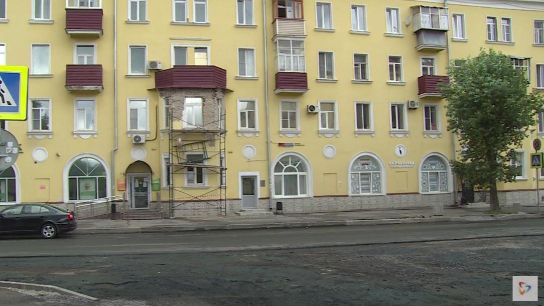 Штукатурка обвалилась с исторического дома, который недавно капитально отремонтировали в Череповце