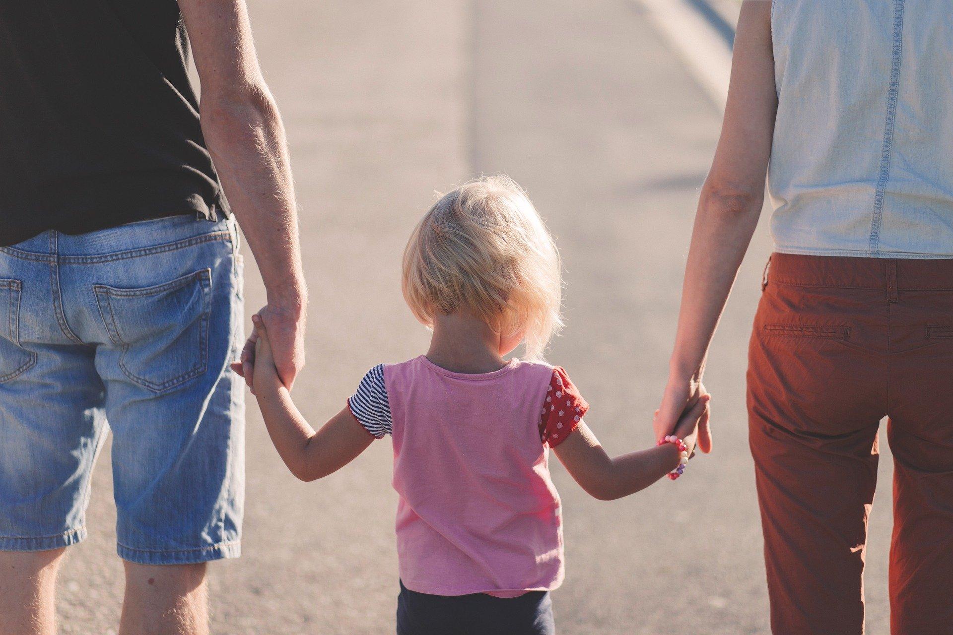 Для любого ребенка до шести лет семья — это мир, это норма то, как должно быть