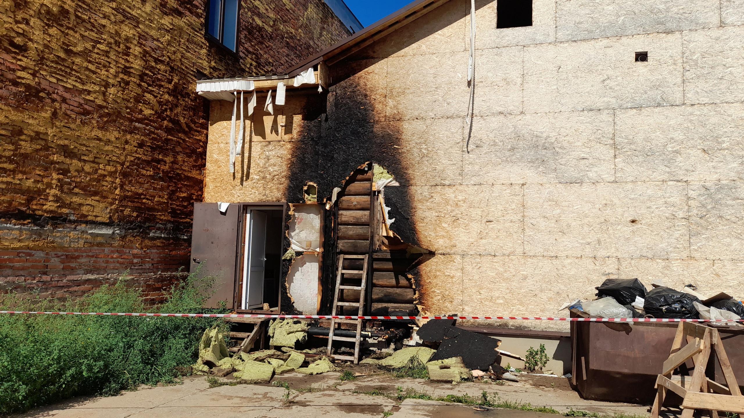 Три человека эвакуировались из горящего магазина в Великом Устюге