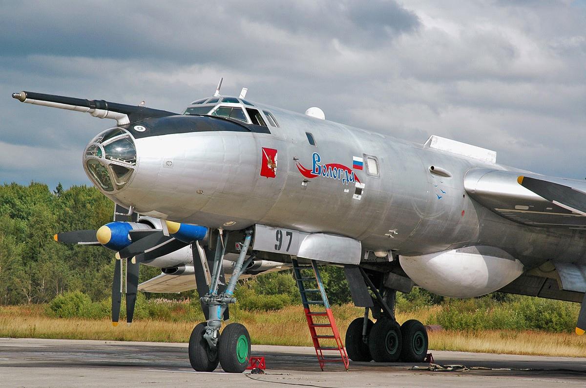Самолет «Вологда» из состава эскадрильи, которая базируется в поселке Кипелово Вологодской области