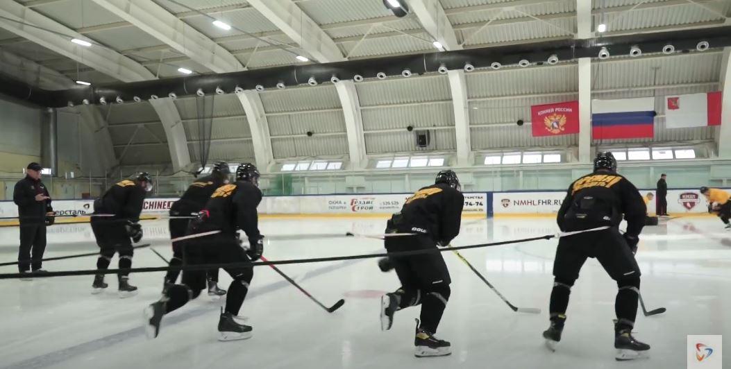 Хоккеисты практически сразу после выхода из отпуска приступили и к тренировкам на льду