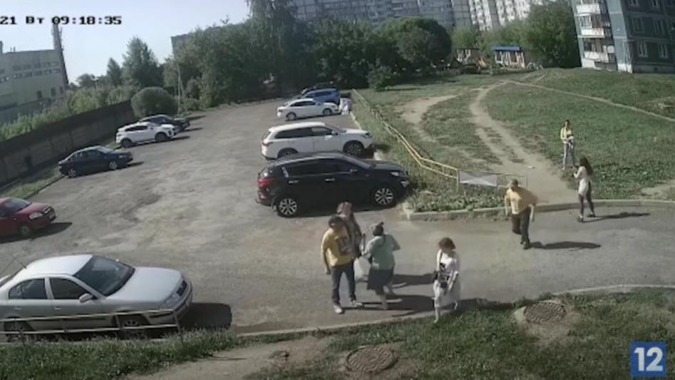 Череповчанин с незнакомкой напал на пенсионерку, обвинив ее в преступлении