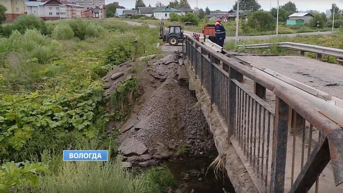 Грузовым автомобилям запретили движение по мосту через реку Шограш в Вологде